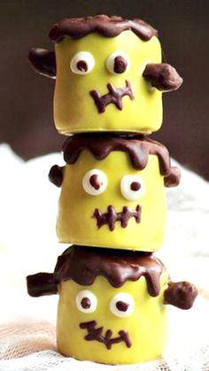 Frankenstein Marshmallow Pops ~ These are easy to make and even more fun to eat. Perfect as a Halloween treat, these little monsters can be placed on top of cakes, cupcakes, cookies, or left to speak for themselves