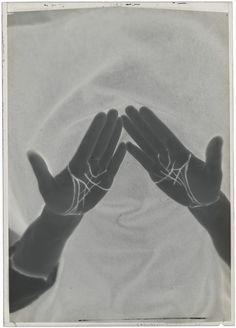 Man Ray- Lignes de la main redessinées pour l'Etoile de mer , 1928 Man Ray, Louise Bourgeois, Michel De Montaigne, Francis Picabia, Hand Images, Experimental Photography, Multiple Exposure, Famous Photographers, Hand Art