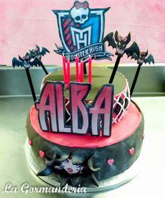 Draculaura Cake (Monster High)