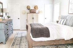 A dark and dated guest bedroom gets a cottage style makeover with serene shades of blue using Craigslist furniture and budget-friendly finds. Grey Bedroom Furniture, Bedroom Furniture Makeover, Kitchen Furniture, Furniture Redo, Rooms Furniture, Furniture Removal, Furniture Movers, Guest Bedroom Decor, Guest Bedrooms