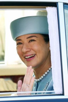 royalhats:  Crown Princess Masako on her way to visit the Emperor and Empress on her 52nd birthday, December 9, 2015