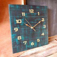 DIY Wooden Pallet clock with shelves will look good if you stand it in the corner of your living room whereas you can place pallet candle stands with candle on Wooden Pallet Crafts, Diy Pallet Projects, Wooden Pallets, Wooden Diy, Wood Projects, Woodworking Projects, Pallet Wood, Pallett Ideas, Pallet Clock