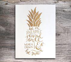 Worden een ananas Stand hoog Hand-geletterden Print gouden