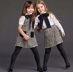 We present you 23 charming outfits , with which you can put your princess in winter. The children's fashion for girls by the renowned brand Dolce and Gabbana is stylish and keeps you warm. Little Girl Outfits, Little Girl Fashion, Toddler Fashion, Dolce Gabbana Kids, Vintage Kids Fashion, Kids Collection, Outfits Niños, Moda Chic, Little Fashionista