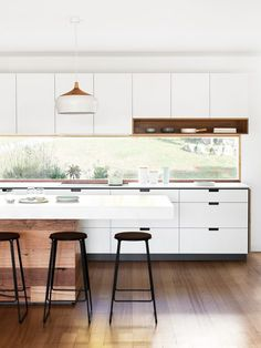 Brilliant Small kitchen cabinets home depot,Small ranch house kitchen remodel tricks and Kitchen design basic layouts. Best Kitchen Designs, Modern Kitchen Design, Interior Design Kitchen, Minimal Kitchen, Modern Interior, Interior Architecture, Minimalistic Kitchen, Kitchen Contemporary, Modern Bar