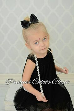 Check out this item in my Etsy shop https://www.etsy.com/listing/221532971/black-pinwheel-bow