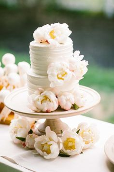 Yes! These lovely wedding cakes have just made my day. It's such a great feeling to come across beauty so unexpectedly, especially when it involves perfectlycrafted cake masterpieces made with brilliant floral confections and genius use of color. Ready for some good old cake love? See below for great wedding cake ideas! Featured Cake:Cakes Art […]