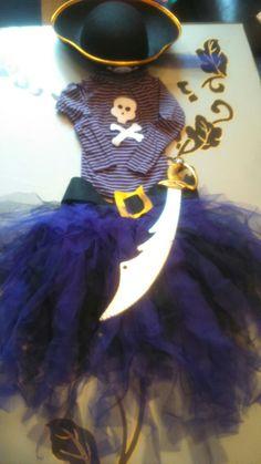 Vamos a empezar con un disfraz!! El curso pasado para carnaval tuve que disfrazar a la pequeña de pirata y a mi que me gusta que sea siempre original y buscando por Internet descubrí como hacer fa...