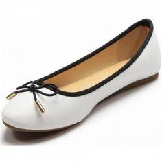 #Ballerinas sind einfach bequem und man wirkt in ihnen immer feminin. Kombinieren Sie diesen #Schuh zum Bussiness-Outfit , zum Blümchenkleid oder zu Skinny-Jeans.  Unser Preis: 10,50 €