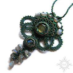Anna Nieśpiałowska, Sol. Elegant beaded necklace.  http://polandhandmade.pl/index.php/kategorie/beading/niespialowska-anna-sol/ #polandhandmade #necklace #pendant #beadwork #labradorite #elvish