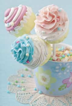 Swirly Pastel Cake Pops ... This icing looks too good!