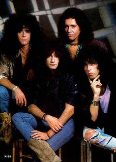 Pobozkaj Heavy Metal rock Group Pin Up plagát 1985 1986 2 | eBay