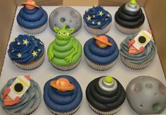 Space themed cupcakes, using predominantly buttercream. Minimum order of 12 cupcakes. Astronaut Party, Alien Party, Alien Cupcakes, Themed Cupcakes, Alien Cake, Space Cupcakes, Oreo, Space Baby Shower, Rocket Cake