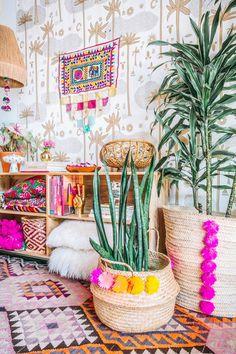 Plants the jungalow earthy home decor, boho decor, salon, colorful decor,. Colourful Living Room, Boho Living Room, Living Room Decor, Bedroom Decor, Colourful Bedroom, Colorful Apartment, Earthy Home Decor, Diy Home Decor, Tumblr Rooms