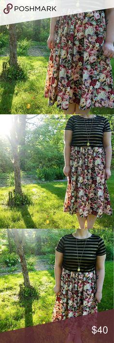 vintage cotton skirt 100% cotton, luxurious Herman Geist vintage skirt. beautiful allover floral with a lightweight corduroy ribbed texture. button closures at waist. wonderful condition. herman geist Skirts