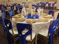 Champaign and royal blue wedding decor. Villatuscanaevents.com