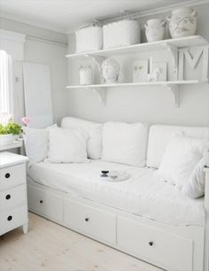 For spare room - ikea Hemnes day bed - white Cama Ikea, Ikea Daybed, Daybed Room, Bed Couch, Nursery Daybed, White Sofa Bed, Daybed Pillows, Small Pillows, White Pillows
