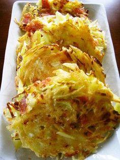 ジャガイモとキャベツのチーズ焼き (2人) じゃがいも2個(300g) キャベツ(千切り)2枚 ベーコン1枚 チーズ30~40g バター20g+5g 片栗粉大さじ2 小麦粉大さじ3 卵1個