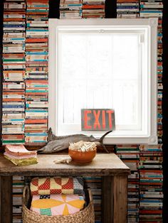 Love this photo-realistic wallpaper from @Anthropologie that fools the eye into thinking that #books have been stacked floor to ceiling. #decorating
