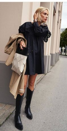 10 Simple Wardrobe Essentials For Women Minimal Classic Street Styles . Black Women Fashion, Look Fashion, Winter Fashion, Womens Fashion, Classic Fashion, Fashion Edgy, Mode Streetwear, Streetwear Fashion, Mode Outfits