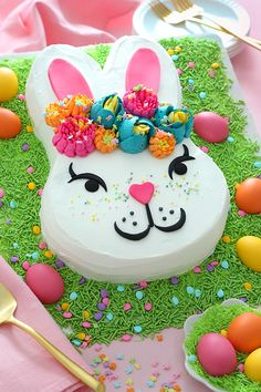 Hippity-hoppity, Easter's on its way! Celebrate with this charming bunny-shaped carrot cake, complete with edible Easter grass and candy eggs. Easter Bunny Cake, Hoppy Easter, Easter Cookies, Easter Treats, Bunny Cakes, Carrot Sheet Cake Recipe, Sheet Cake Recipes, Carrot Cake, Edible Easter Grass