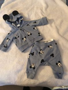 months Newborn size Like new Luxury Baby Clothes, Trendy Baby Boy Clothes, Newborn Boy Clothes, Newborn Outfits, Baby Boy Outfits, Cute Baby Twins, Baby Ultrasound, Mickey Mouse Outfit, Baby Girl Items