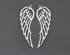 [DARYL]  Wing Brass Pendant . Jewelry Craft Supply . by IndiviJewelsCo