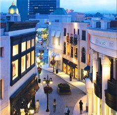 *Evening window shopping...Rodeo Drive