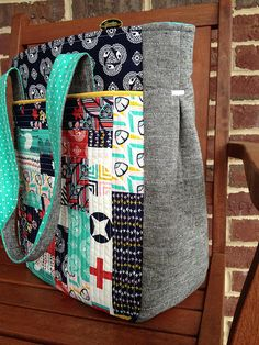 Noodlehead super tote! Essex linen and Tsuru, quilt as you go method on front pocket (also added a back pocket), quilted gussets, used double layers of interfacing. This tote is awesome!! Great pattern, easy to follow, perfect size! | Flickr - Photo Sharing!
