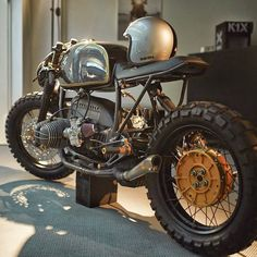 "caferacersofinstagram: ""So much goodness. @diamonatelier BMW R 100R. What's your favorite feature? #croig #caferacersofinstagram """