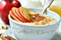 Delicioso platillo para el desayuno esta receta de avena con manzanas y miel es reducida en grasas y calorías y es una excelente fuente de fibra. ¡Disfrútala!