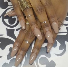 Red coffin nails on brown skin. Dark Nude Nails, Neutral Nails, Matte Nails, Nuetral Nail Colors, Sns Nails Colors, Brown Nail Polish, Skin Polish, Polish Nails, Nude Nail Polish For Dark Skin