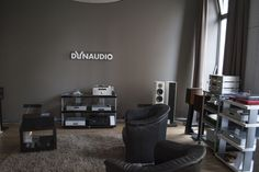 downtown hifi in Wien Flat Screen, Conference Room, Table, Furniture, Home Decor, Blood Plasma, Homemade Home Decor, Meeting Rooms, Tables