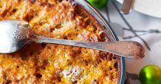 Kuori porkkanat ja lanttu. Raasta ne esimerkiksi monitoimikoneella. Kuullota juurekset öljyssä paistokasarissa. Lisää ohrasuurimot, vesi ja timjami. Macaroni And Cheese, Ethnic Recipes, Food, Mac And Cheese, Essen, Meals, Yemek, Eten