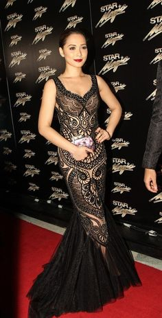 Maja Salvador in a classy lacey mermaid-tailed gown by Cary Santiago.