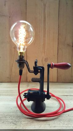 Lampe d'atelier Vintage upcycled, Industrial light, lampe industrielle, lampe Steampunk, lampe de bureau avec ampoule Edison