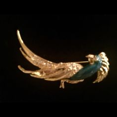VINTAGE GOLD BLUE PAINT RHINESTONES BIRD BROOCH VERY UNQUIE BROOCH VERY PRETTY Vintage Jewelry Brooches