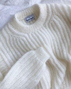 Ravelry: September Sweater pattern by PetiteKnit - Outfits for Work Sweater Knitting Patterns, Knitting Stitches, Knitting Designs, Knitting Projects, Angora, Knit Fashion, Sweater Fashion, Fashion Wear, Slow Fashion