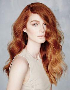 taglio scalato, una proposta per le amanti dei capelli lunghi, in una versione con piega ondulata