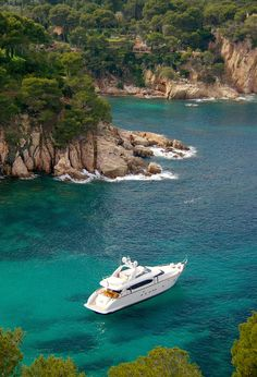 Aigua Blava Cove near Begur, Costa Brava, Catalonia, Spain ✯ ωнιмѕу ѕαη∂у Oh The Places You'll Go, Places To Travel, Places To Visit, Begur Costa Brava, Yachting Club, Bateau Yacht, Travel Around The World, Around The Worlds, Ski Nautique