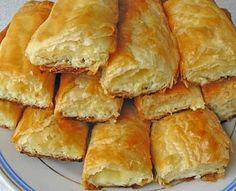 Plain pie with cow cheese Russian Cakes, Russian Desserts, Russian Recipes, Turkish Recipes, Cooking Forever, Baking Recipes, Dessert Recipes, Romanian Food, Sweet Pastries
