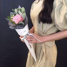 """좋아요 826개, 댓글 3개 - Instagram의 FRENCH FLOWER SHOP LA REVE 라레브(@ouilareve)님: """"꽃을 디자인하다. THE FRENCH FLOWER SHOP LA REVE . . 청순한 핑크색상의 꽃잎에 향기까지 가득 더해져 너무나 사랑스러운 장미에요  향기로운 아침…"""""""