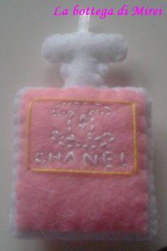Portachiavi profumo Chanel (4,5x7). Imbottitura 100% poliestere - 4.00 € - VENDUTO - su richiesta