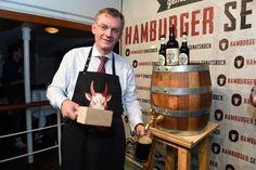 Anstich des Hamburger Senatsbock auf der Rickmer Rickmers: Joachim Seeler