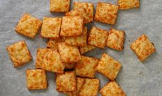 cheese crackers web add garlic, use 2 parts sharp cheddar, 1 part parmesan Lunch Box Recipes, Snack Recipes, Savory Snacks, A Food, Food And Drink, Appetizer Recipes, Appetizers, Dough Recipe, Special Recipes