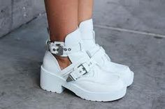 If you want to finish the total white look here is an edgy idea Ugly Shoes, Sock Shoes, High Heels Stilettos, Shoes Heels, Pumps, White Balenciaga, Cutout Boots, Everyday Shoes, Tumblr