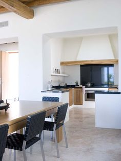 The fusion of Ibizan traditions with function, form, and taste is the hallmark of a Blakstad Ibiza house project. Rustic Kitchen, Diy Kitchen, Kitchen Interior, Ibiza, Hacienda Style, Mediterranean Homes, Amazing Spaces, Deco Furniture, Interior Exterior