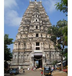 Virupaksha Temple in Hampi is dedicated to lord Shiva. Know more about the legends and history of Virupaksha Temple, Hampi. Beautiful Places In The World, Great Places, Places To See, Amazing Places, Hampi India, Karnataka, Madurai, Temple India, Hindu Temple