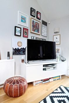 Modern double-height ceiling living room in London. Room London, London House, Wall Spaces, Living Spaces, Ikea Side Table, Moroccan Pouffe, Upside Down House, Ikea Rug, Interior Styling