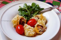 Kitchen Stori.es: Κοχύλια Γεμισμένα με Αυθεντική Σάλτσα Μπολονέζ